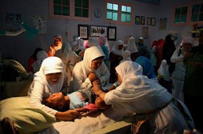 http://1.bp.blogspot.com/-o1DsTy7sKe8/TsH02v1b0YI/AAAAAAAAEjw/Q34QkajqlXA/s1600/Female+Genital+Mutilation-Source-greeleygazette.com.jpg