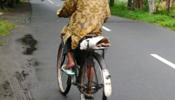 Luar Biasa !....Jarak 8.150 KM di Lalui Pria Ini Menuju ke Mekkah Dengan Menggunakan Sepeda. Apa Yang Terjadi