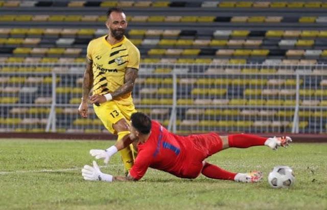Đội tuyển Việt Nam có lo lắng khi Malaysia lại nhập tịch chân sút mới?