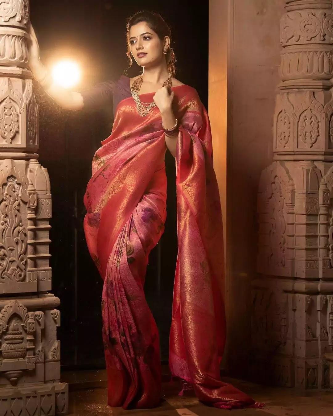 ashika-ranganath-in-floral-banarasi-saree