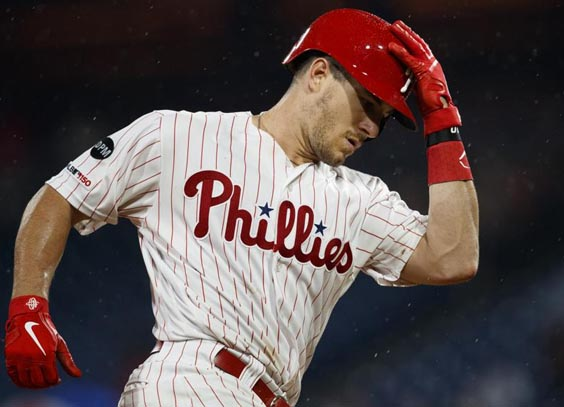 Realmuto homers to lift Phillies past Braves