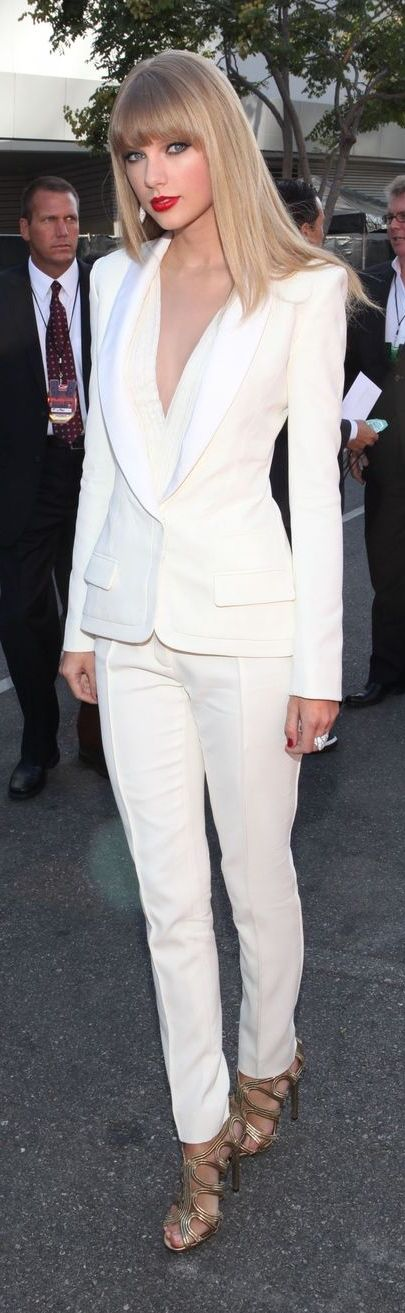 Taylor Swift Evening Look All White Deep Cleavage White Suit Just A Pretty Style
