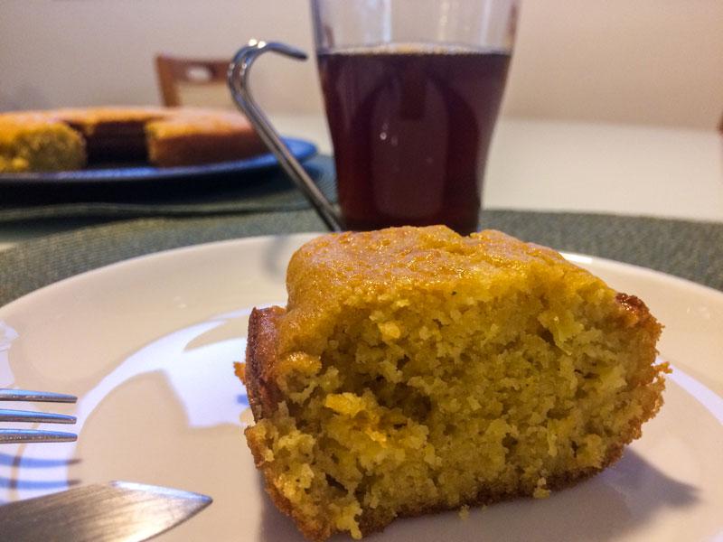 Thiago Inter faz bolo de milho com Café das Vertentes.