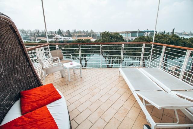 terrazza-camera-acquadolce-hotel-peschiera-del-garda-poracci-in-viaggio