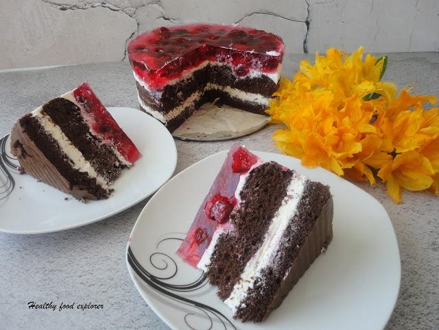 Tort kakaowy z owocami