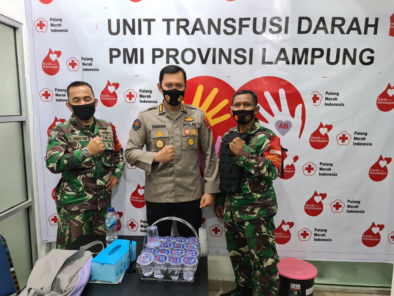 Luar biasa sudah 115 kali Kabid Humas Polda Lampung, Kombes Pol Zahwani Pandra Arsyad, secara sukarela mendonorkan darahnya ke PMI