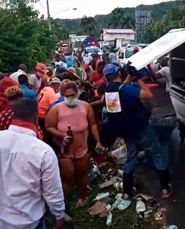 Insólito!...Roban el romo camión Brugal, tras accidente murieron varias personas-VIDEO