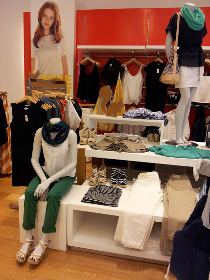 En esta parte de la sección mujeres es donde encontrarán la ropa para la  ofis 8b940f611a58