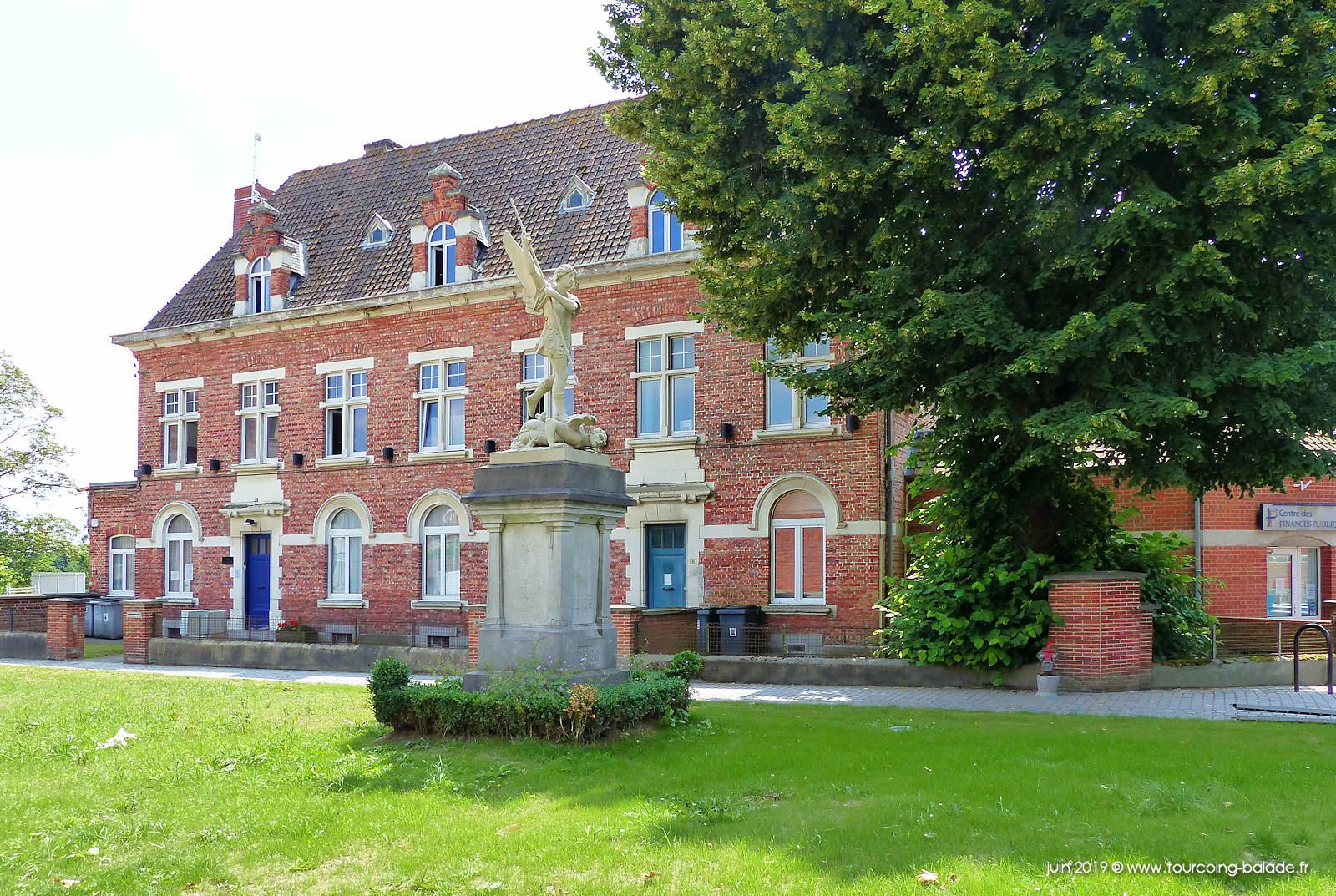Quesnoy-sur-Deûle - Place Saint-Michel