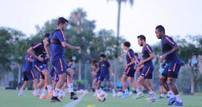 جلسة خاصة لميدو مع لاعبي المقاصة عقب الخسارة وتوديع كأس مصر