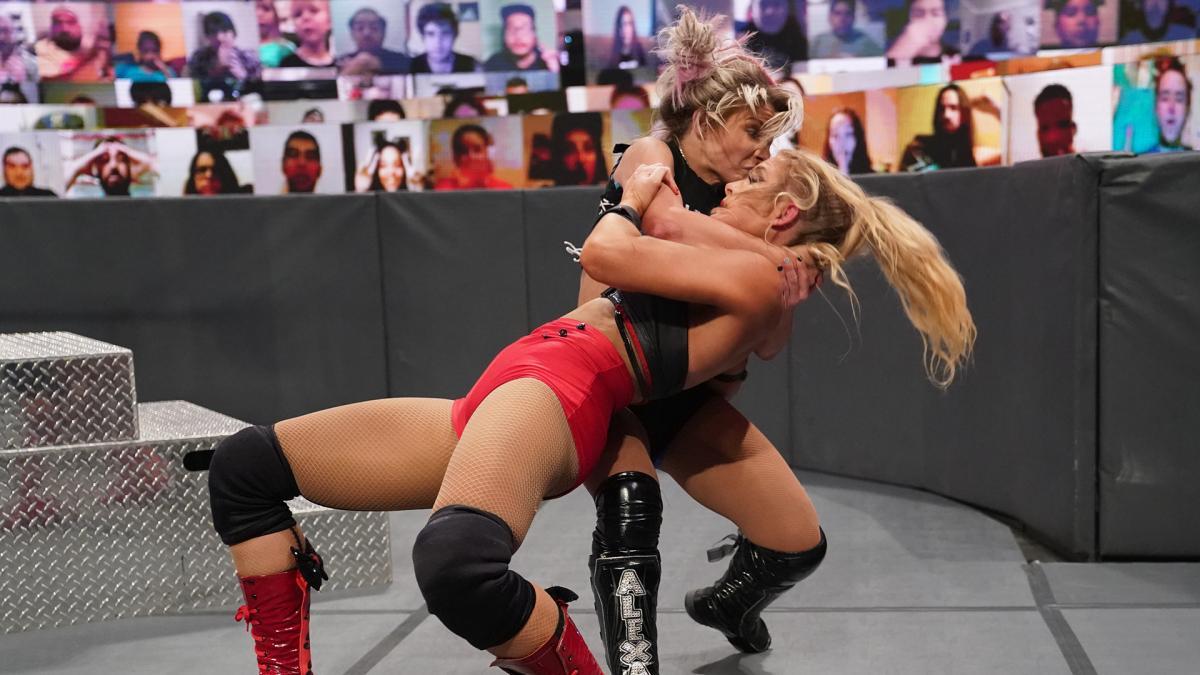 "Alexa Bliss fica ""possuída"" pelo The Fiend durante luta contra Lacey Evans"