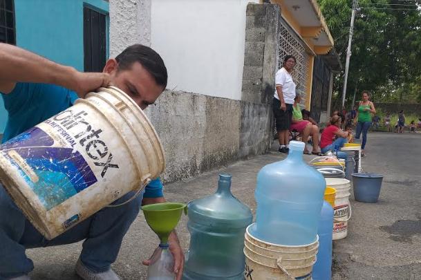 Un mes sin agua por tuberías cumplen comunidades de El Playón en Portuguesa