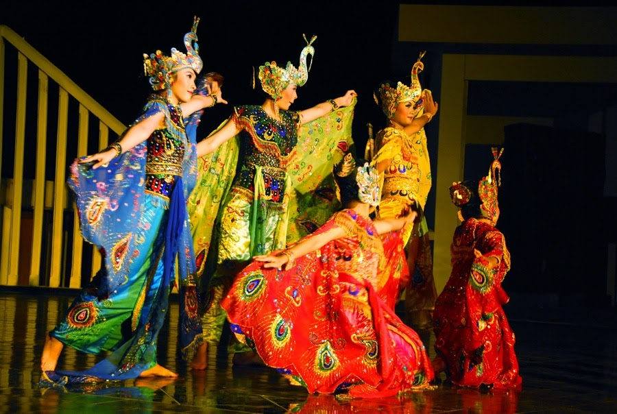 culture of indonesian: traditional dance of western Java, dancing peacock