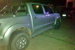 Dupla é presa com armas de fogo e uma caminhonete roubada no município de Pirambu