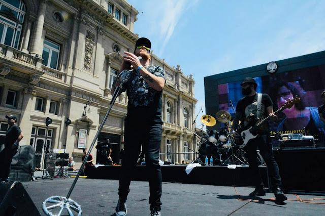 La Beriso sorprendió a los porteños con un recital a puro rock junto al Teatro Colón