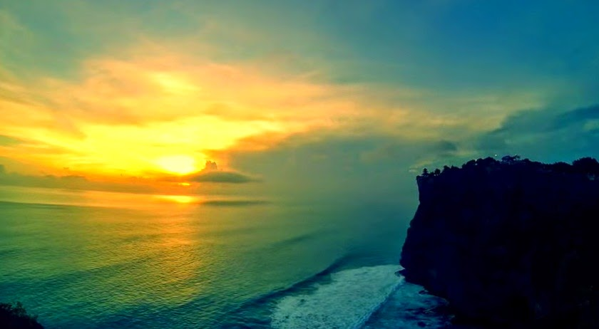 Sunset at Uluwatu, heaven of the gods