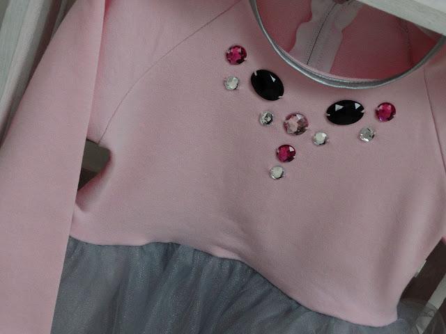 sukienka dla dziewczynki z kamyczkami 2