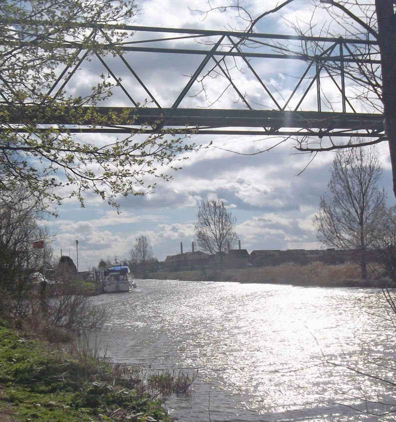 Pipeline over the River Ancholme in Brigg - picture on Nigel Fisher's Brigg Blog