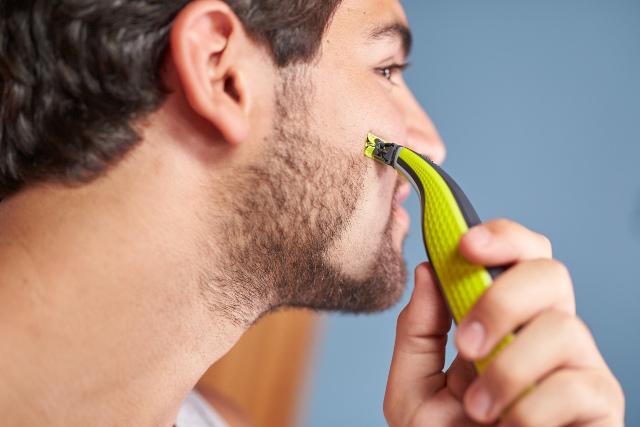 Philips OneBlade afeitando