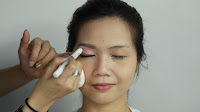 Inner Double Folded Eyelid Makeup -Apply strawberry milk color for double eyelid lines and blend to crease area to add brightness.