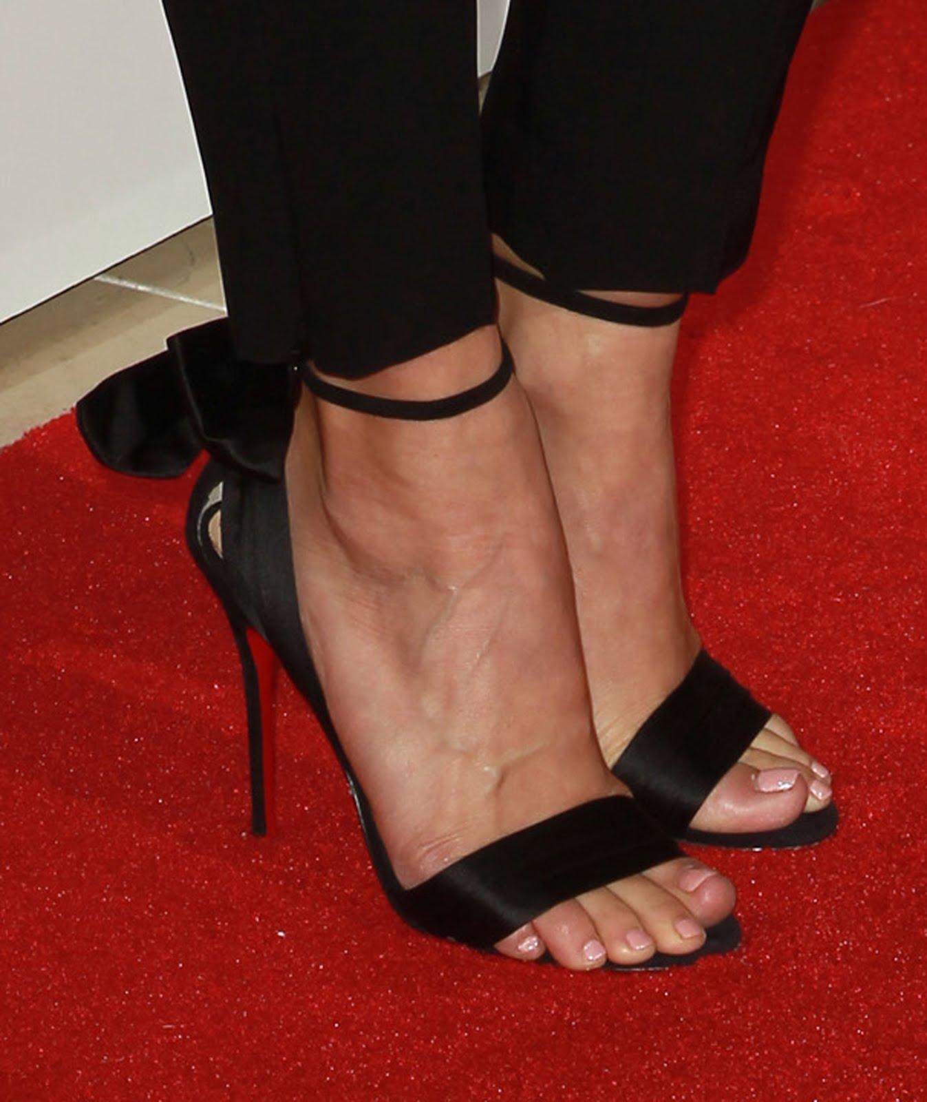 Celebrity Feet: Julianne Hough