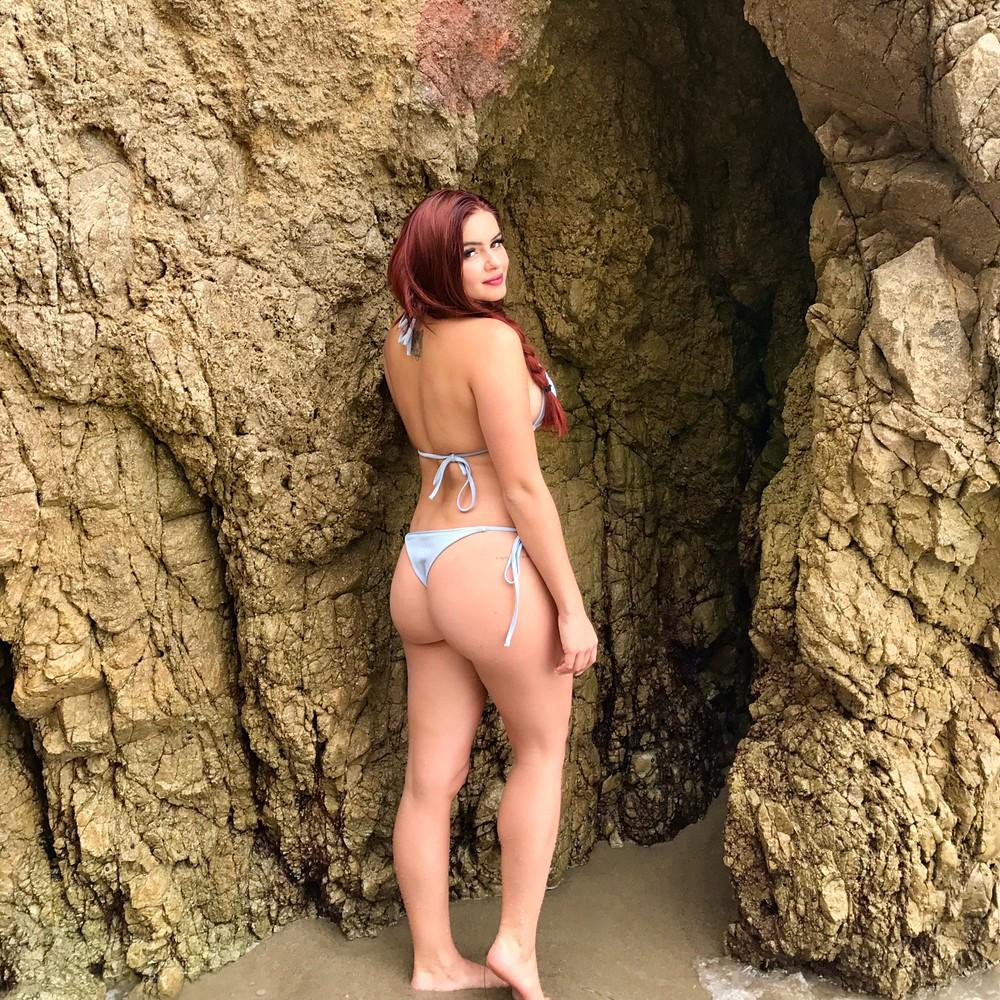 Ariel Winter Flaunts Her Stunning Hourglass Curves