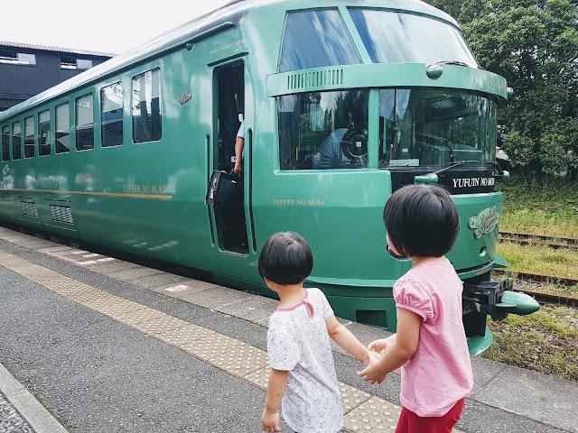 【九州交通】九州必坐观光列车由布院之森 Yufuin No Mori| 特快列车路线时间表+划位+亲子乘搭体验分享
