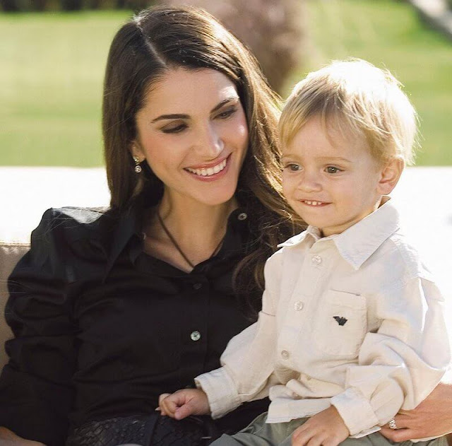 Queen Rania, Crown Prince Hussien, Princess Iman, Princess Salma, and Prince Hashem. I see my whole world in your eyes. Happy Mother's Day