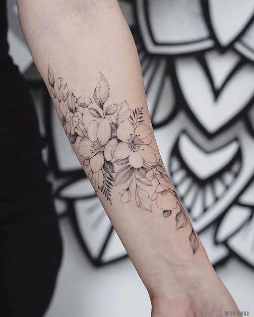 idéias de tatuagem com flor