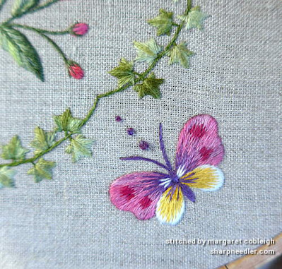 Butterfly embroidered with variegated threads (Project: Herbier)