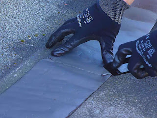 memasang-waterproofing-addhesive.jpg