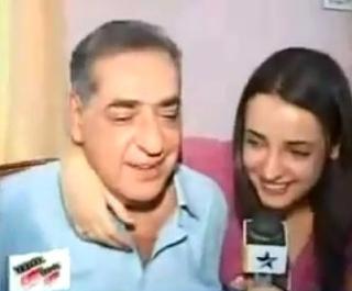 Foto Sanaya Irani dengan ayahnya