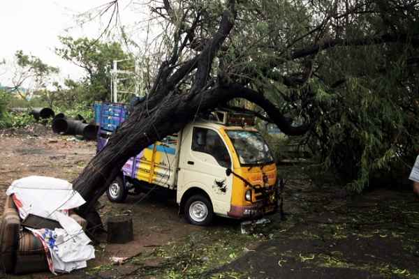 vardah-toofan-4-dead-in-chennai-and-andhra-pradesh