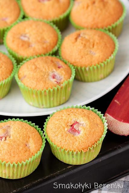 Kokosowe muffiny z rabarbarem