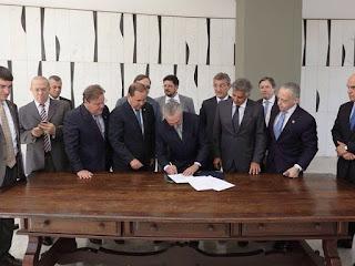 Presidente interino assume Brasil e anuncia nomes de novos ministros; confira nomes