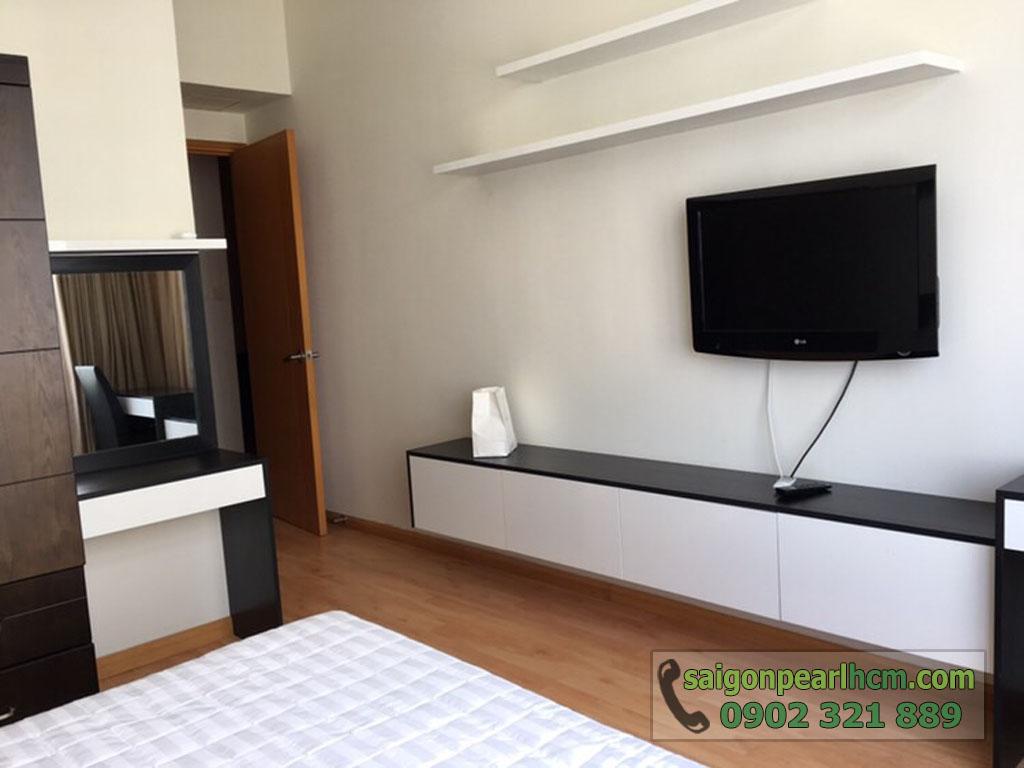 Saigon Pearl Ruby 2 cho thuê căn hộ 2PN lầu cao - tivi tại phòng ngủ chính