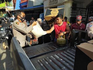 Wakapolres Pelabuhan Salurkan Bantuan Untuk Korban Kebakaran di Jalan Barukang