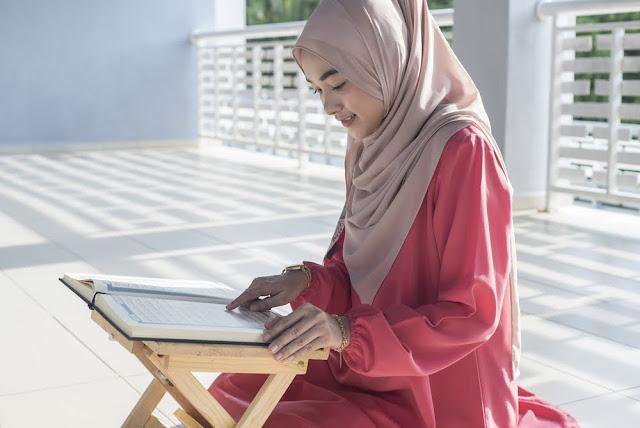 Aurat Tidak Tertutup Sempurna, Bolehkah Membaca Al-Quran?