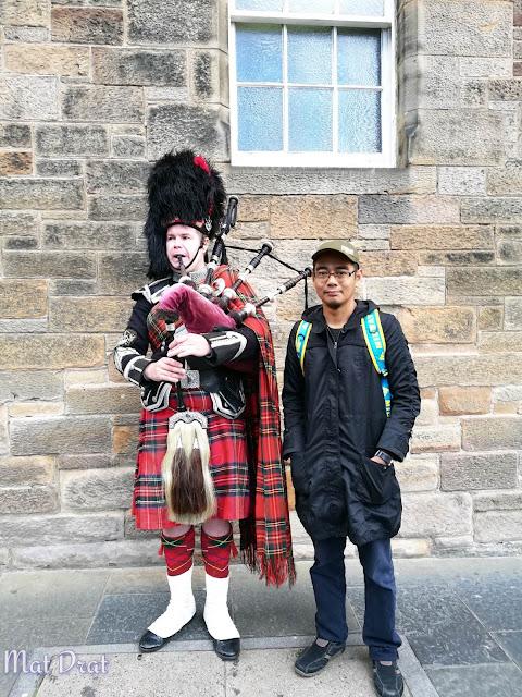 Edinburgh Castle Bagpies Scotland