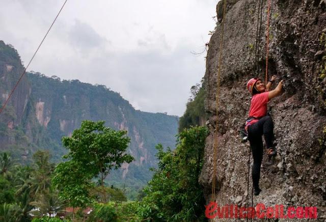 Panjat Tebing Lembah Harau Sumatera Barat