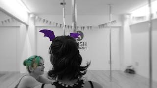 green purple happy Halloween HappyHalloween 緑 紫 bad コウモリ 仮装 かわいい 姉妹 Sisters 美人 女子力 cawaii 千葉県 市川市 本八幡 女子 10代 20代 中学生 平成生まれ 水着 モデル カラー カラーヘア 髪色 きれいな髪