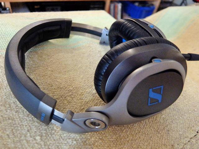 SENNHEISERの高機能DJ用ヘッドフォン「HD8 DJ」の写真です。
