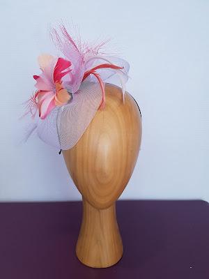 """Modèle """"Jeanne"""" Fleur plumes corail/orangé/parme @patouchechapeaux"""