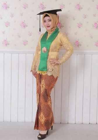 Model Kebaya Modern Brokat Muslim Untuk Wisuda