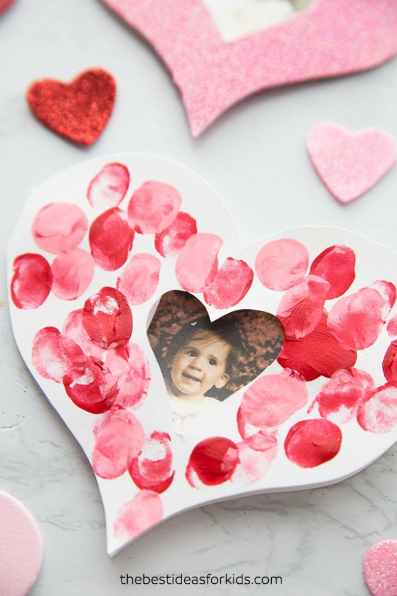 fingerprint heart Valentines Day crafts for toddlers