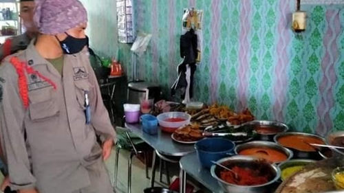 Warung Makan Buka Sebelum Waktunya, Pemilik Diingatkan Satpol PP