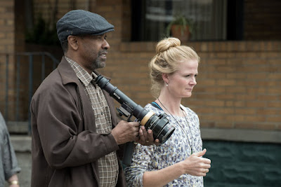 Image of Charlotte Bruus Christensen and Denzel Washington on the set of Fences (2)