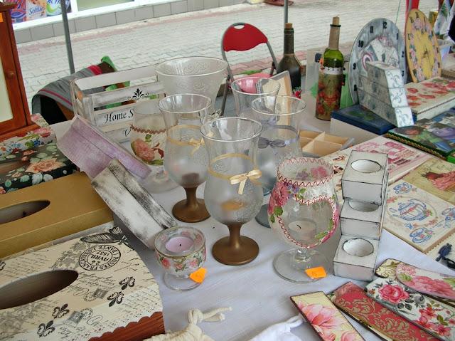 Szkło, ceramika i rękodzieło na jarmarku w Pszczewie.