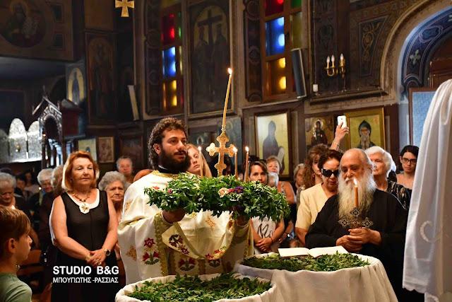 Πλήθος κόσμου στις εκκλησίες για την μεγάλη εορτή της Υψώσεως του Τιμίου Σταυρού