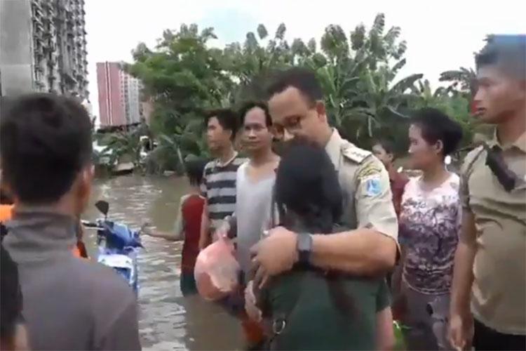 Anies terjang banjir
